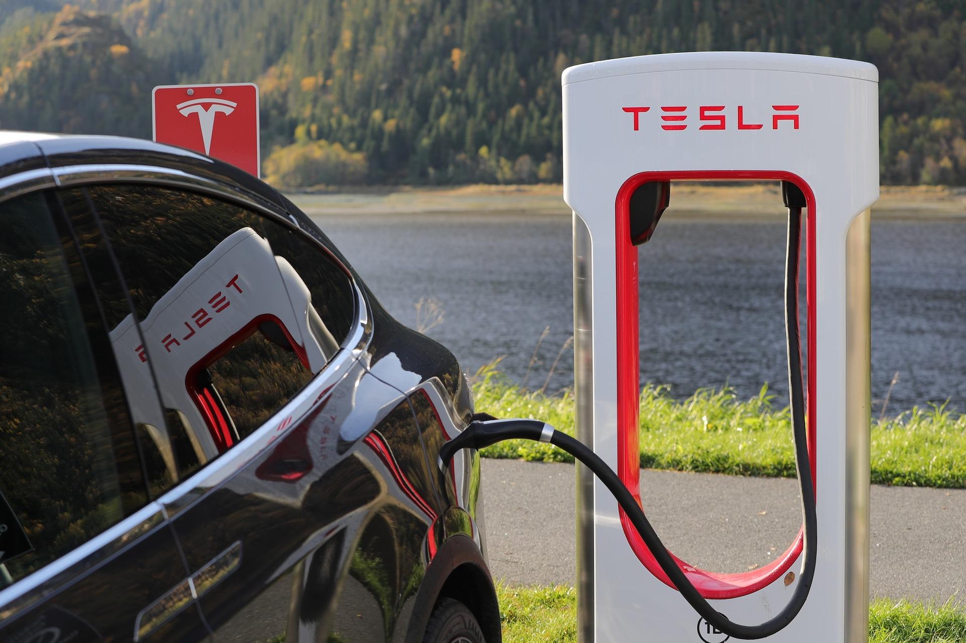 Tesla enchufable